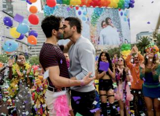 cena de sense8 da netflix na parada gay em são paulo brazil