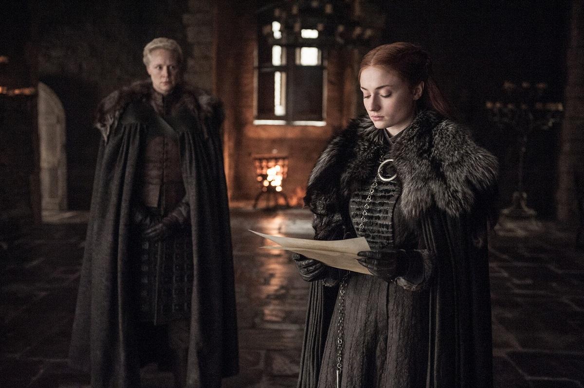 Game of thrones post cosmonerd Brienne (Gwendoline Christie) e Sansa Stark (Sophie Turner) – Credito Helen Sloan_HBO