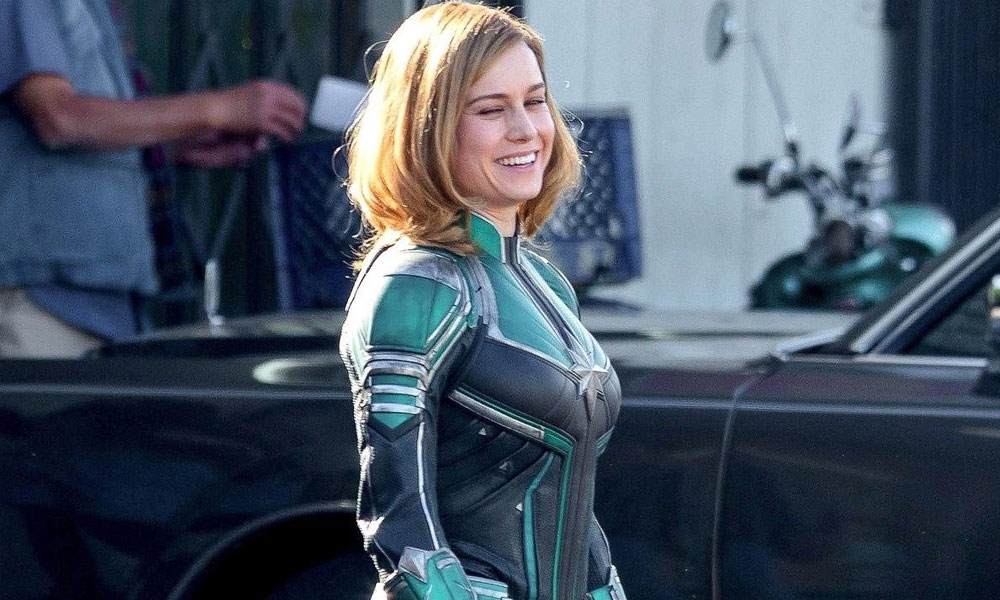 brie larson como capitã marvel no set