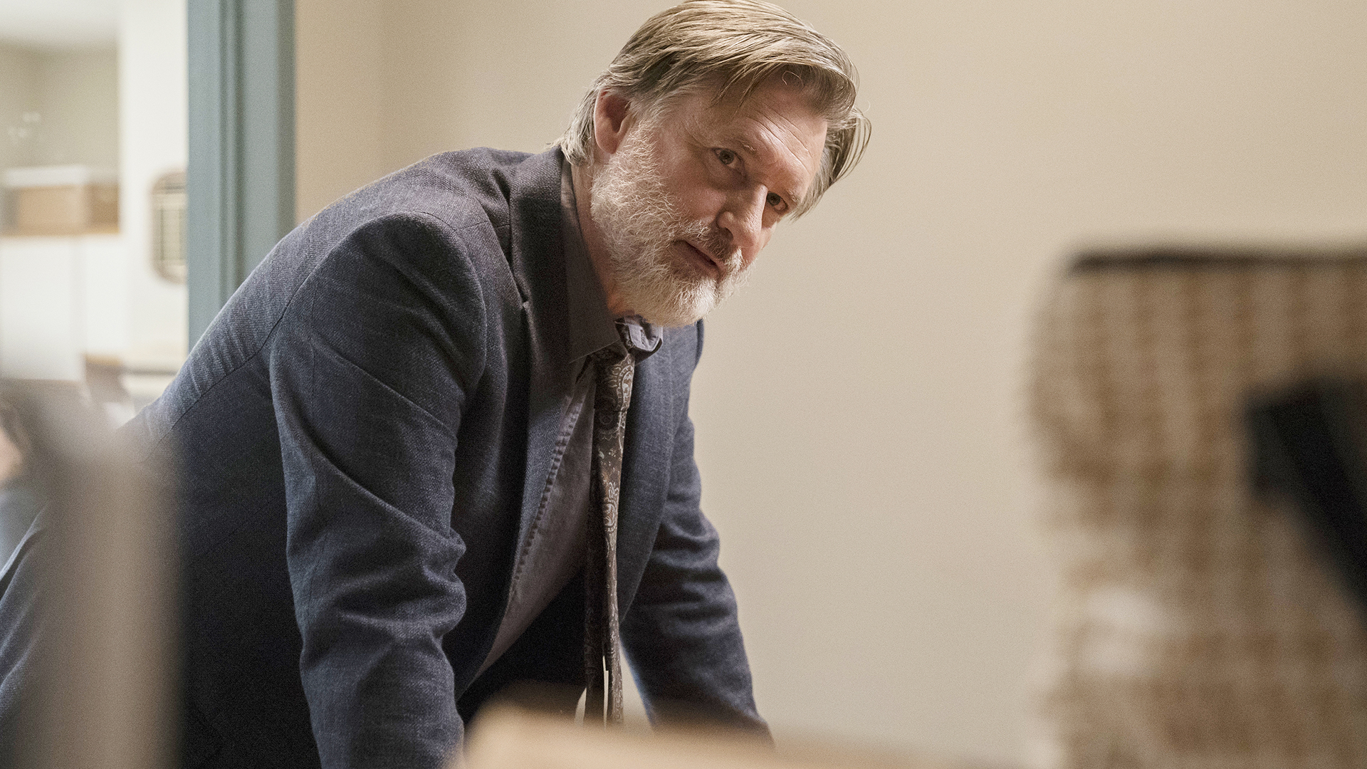 cena da primeira temporada de The Sinner com Bill Pullman