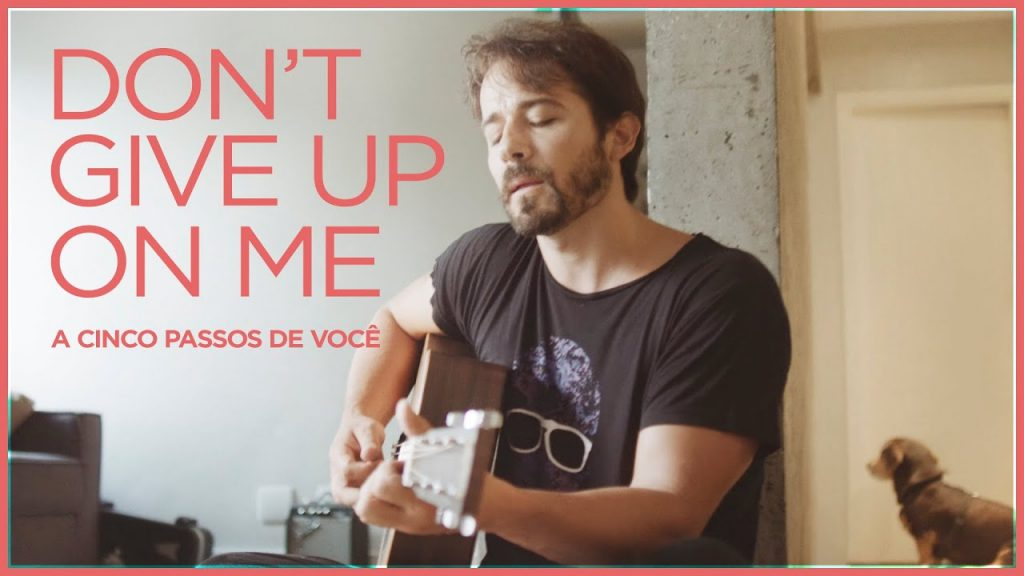 """A Cinco Passos de Você Paulo Leal faz cover de """"Don't Give Up On Me"""", música-tema"""