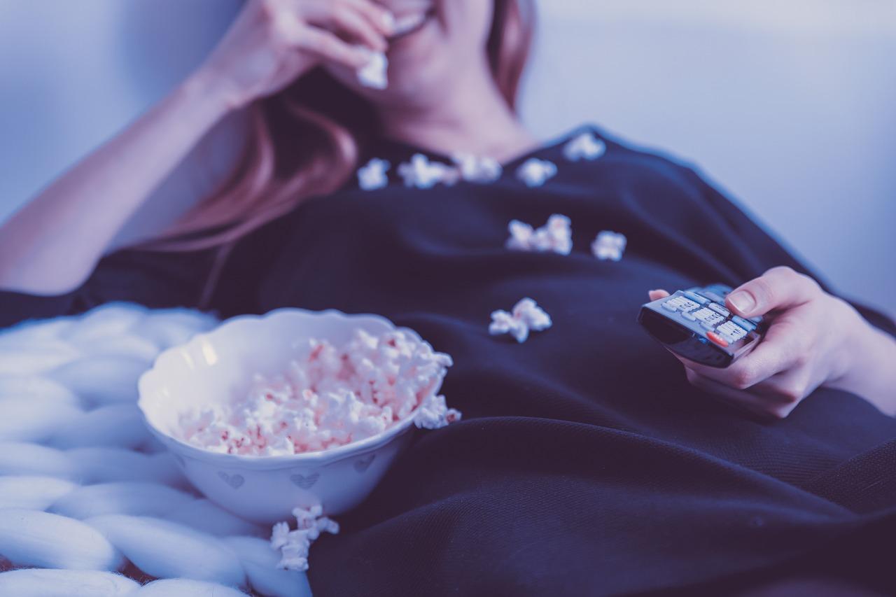 cinema em casa imagem de Jan-Vašek-por-Pixabay