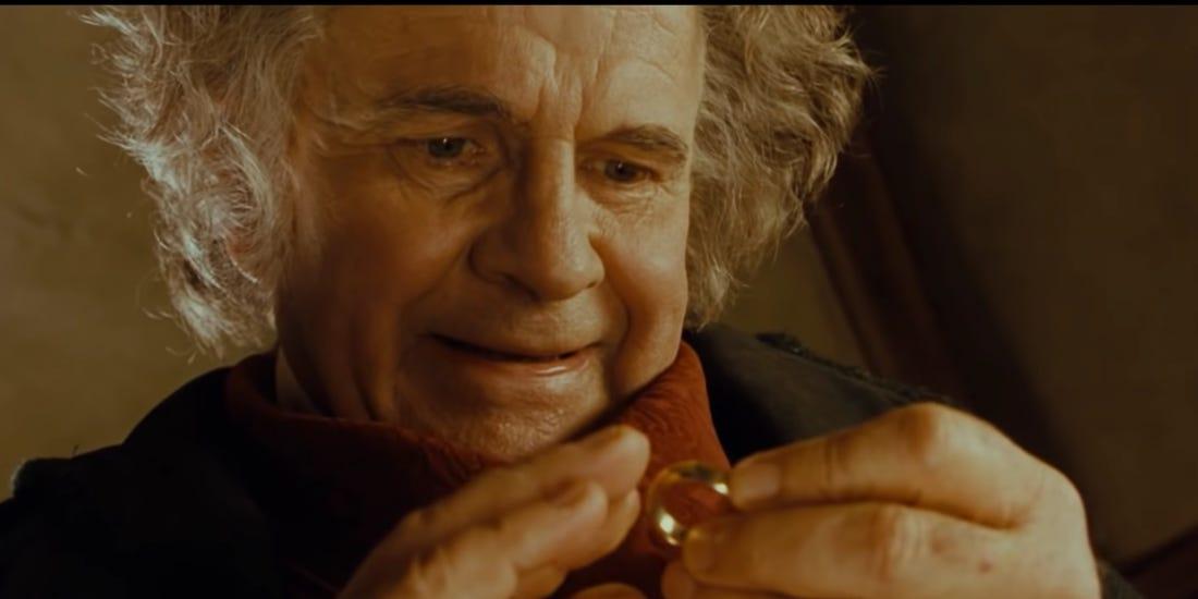 Ian Holm como Bilbo Bolseiro