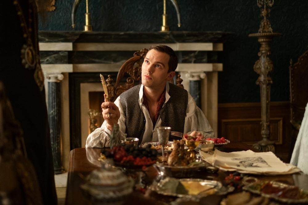 Nicolas Hoult como Pedro III