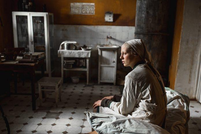 uma-mulher-alta-beanpole-filme-Kantemir-Balagov