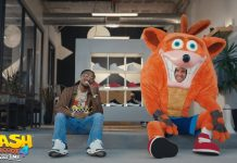 Crash se aventura no mundo do hip hop em vídeo promocional