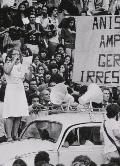 fico-te-devendo-uma-carta-sobre-o-brasil-documentario