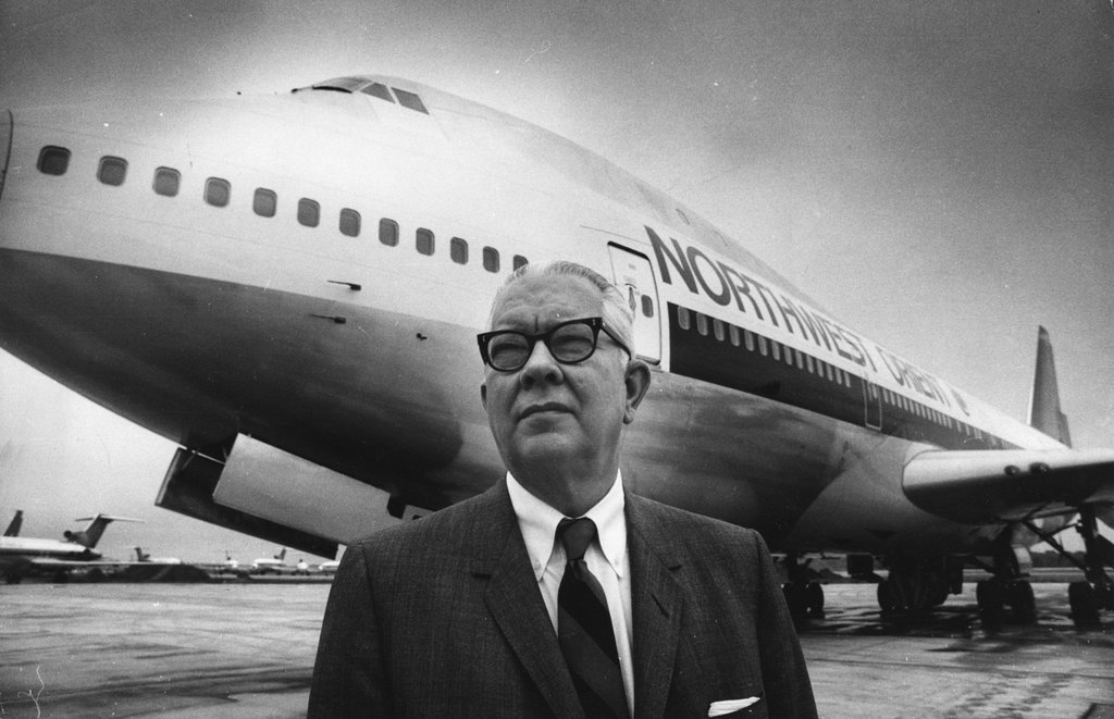 Donald Nyrop, presidente da Northwest na época