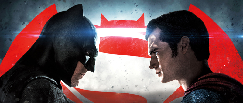 Capa do filme com Superman e Batman se olhando