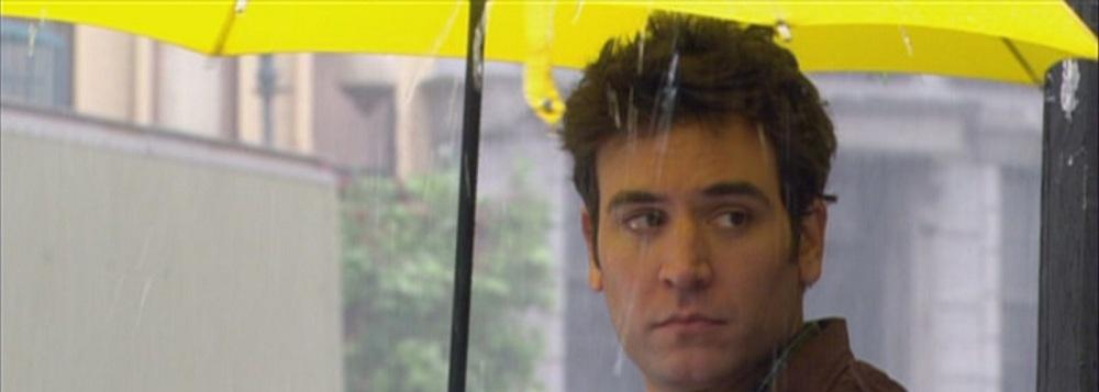 Ted com seu guarda-chuvas amarelo