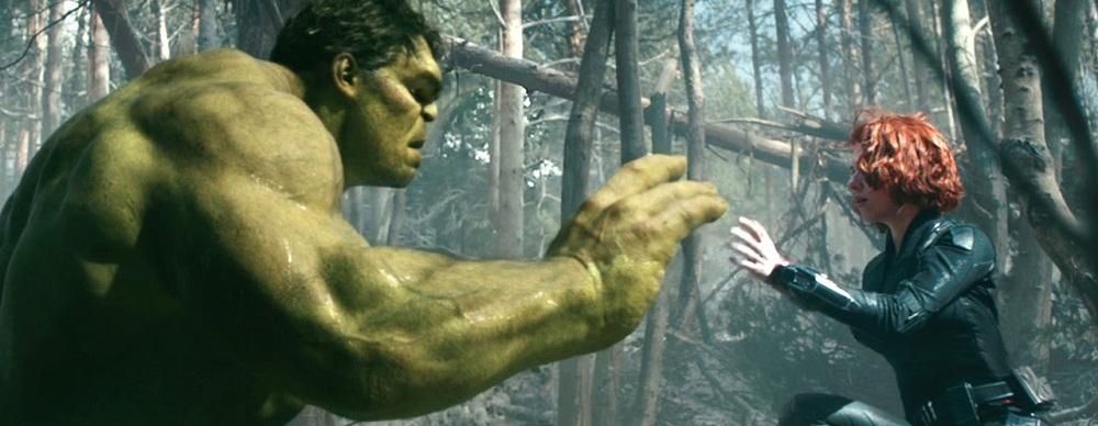 Hulk e Viuva Negra em Vingadores - Era de Ultron