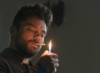 Jesse fumando cigarro