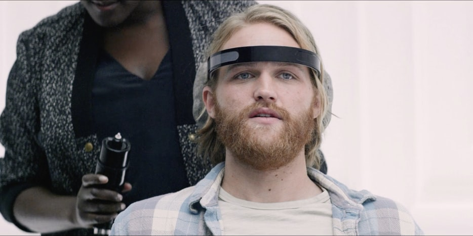 wyatt-russell-in-the-black-mirror-season-3-episode-playtest