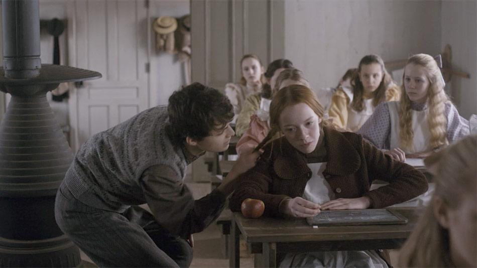 Gilbert puxando o cabeço de Anne