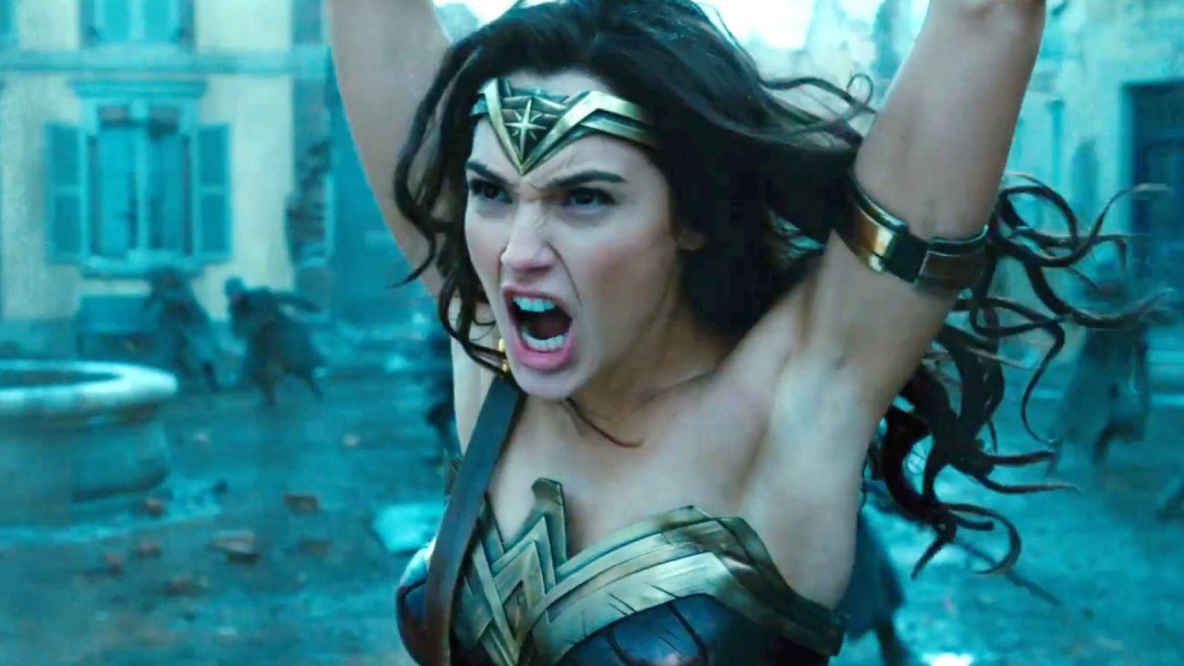 As axilas de Diana em imagem do trailer de Mulher-Maravilha