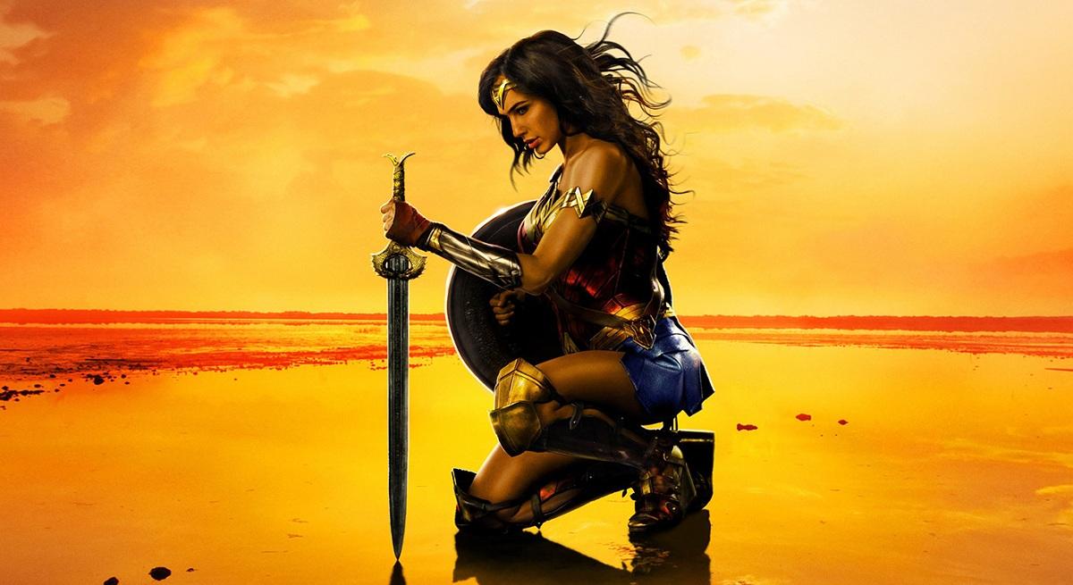 poster de Mulher-Maravilha com a heroína ajoelhada ao por do sol