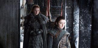 Game of thrones post cosmonerd Sansa Stark (Sophie Turner) e Arya Stark (Maisie Williams) – Credito Helen Sloan_HBO