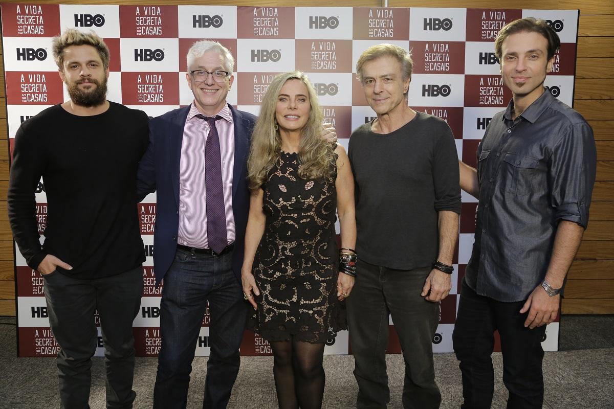 elenco de A Vida Secreta dos Casais da HB em coletiva de imprensa