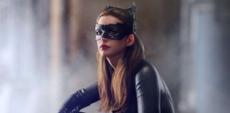 Anne Hathaway como Mulher-Gato